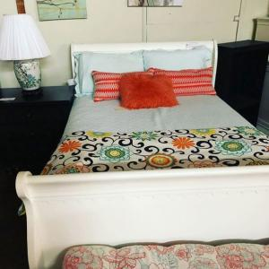Cottage style Sleigh Bed