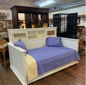 Potterybarn Trundle bed
